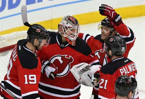 New Jersey Devils goalie Keith Kinkaid, center, is