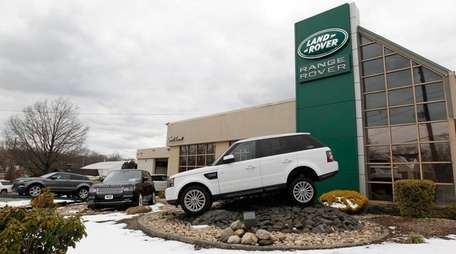 The Land Rover Glen Cove dealership has a