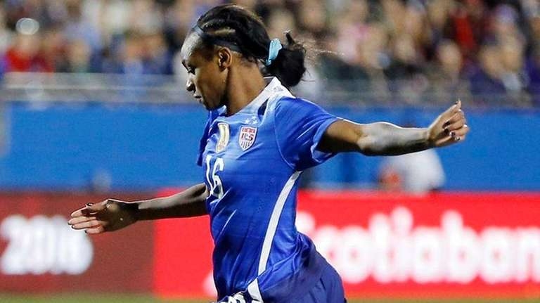 United States forward Crystal Dunn (16) attempts