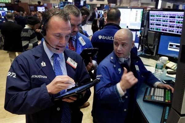 Traders Jonathan Corpina, left, and Kevin Lodewick, center,