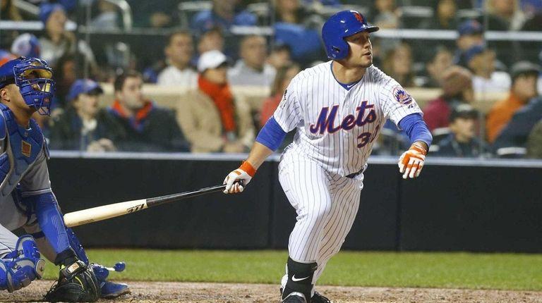New York Mets left fielder Michael Conforto smacks
