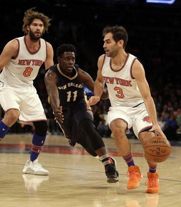 New York Knicks guard Jose Calderon (3) drives