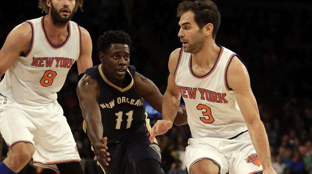 New York Knicks guard Jose Calderon (3) drives