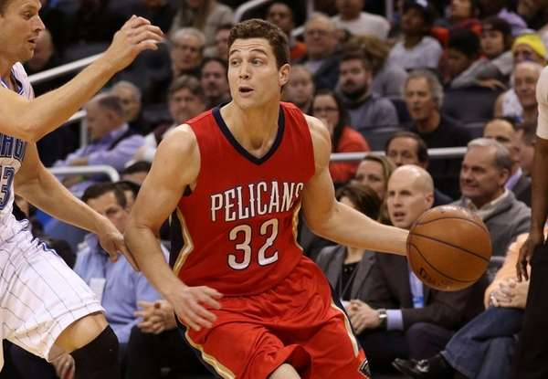 New Orleans Pelicans guard Jimmer Fredette controls the