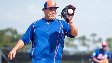 New York Mets pitcher Bartolo Colon practices fielding