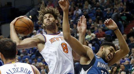 New York Knicks' Robin Lopez, left, beats Minnesota