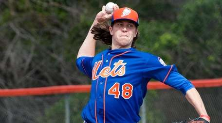 Mets starting pitcher Jacob deGrom throws a bullpen