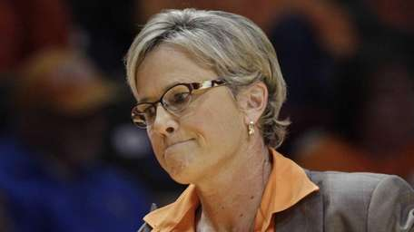 Tennessee head coach Holly Warlick reacts to a