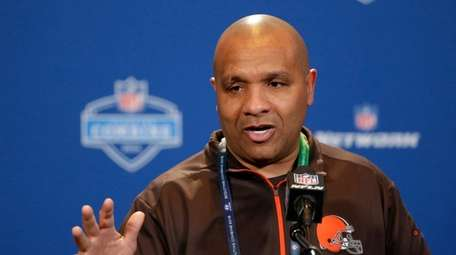 Cleveland Browns head coach Hue Jackson speaks