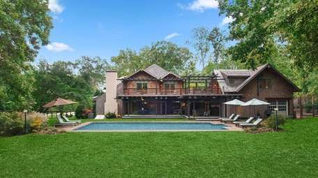 The design of this East Hampton home was