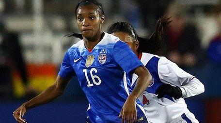 Crystal Dunn dribbles the ball against Ashley