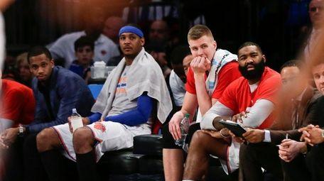 New York Knicks' Carmelo Anthony, center, Kristaps