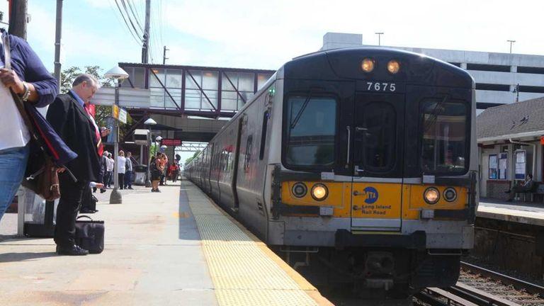 Long Island Rail Road trains' on-time performance fell