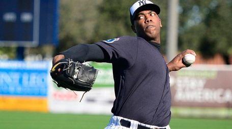 New York Yankees closer Aroldis Chapman throws