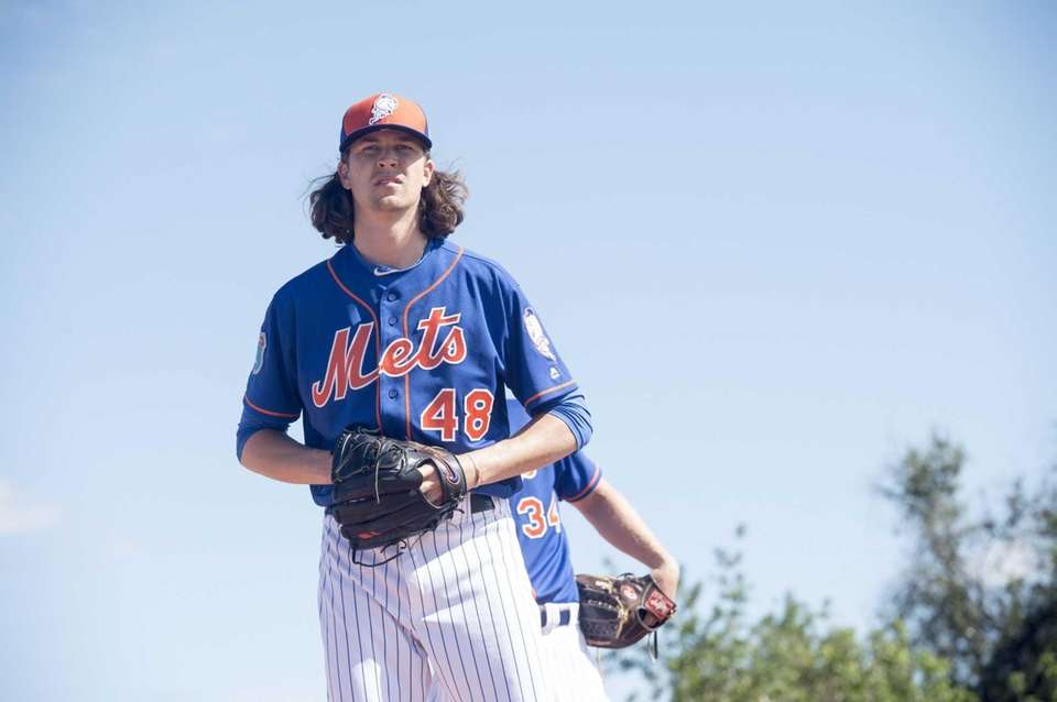 New York Mets pitcher Jacob deGrom throws a