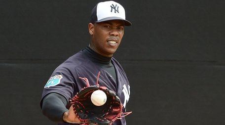 New York Yankees closer Aroldis Chapman throws a