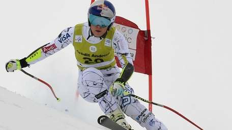 Lindsey Vonn speeds down the course during