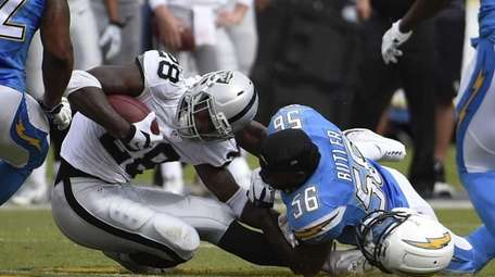 Oakland Raiders running back Latavius Murray (28) is