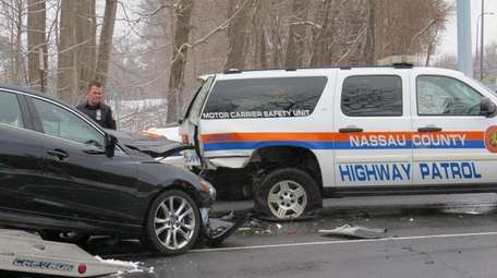 A Nassau County police officer sustained minor