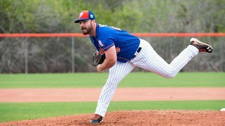 New York Mets pitcher Josh Smoker throws live