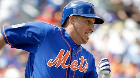 New York Mets' Asdrubal Cabrera runs to first