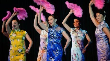 Yuan Li dance group performs at the