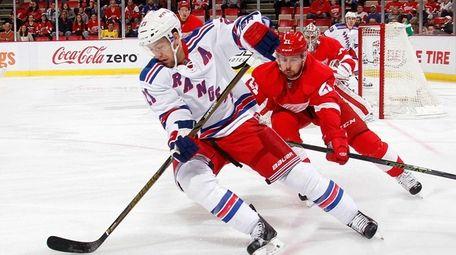 Derek Stepan #21 of the New York Rangers