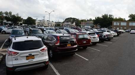 Huntington officials approved bonding to add parking spaces