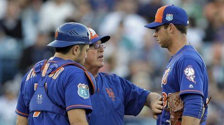 New York Mets starting pitcher Steven Matz, right,