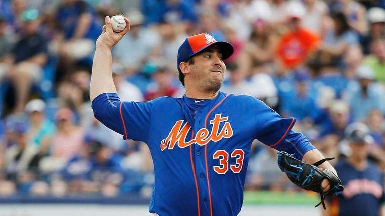 New York Mets' Matt Harvey throws during the