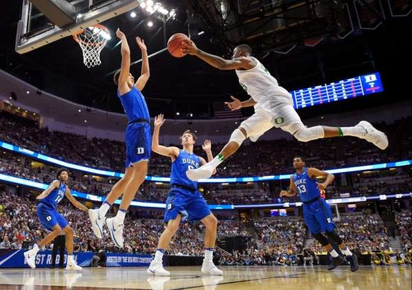 Oregon forward Dillon Brooks, right, shoot over Duke