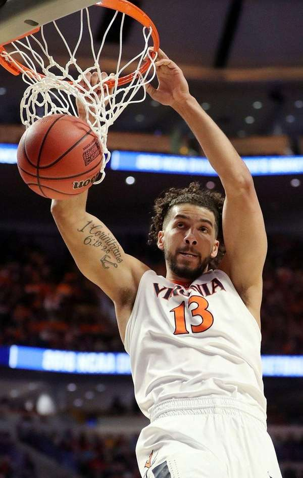 Anthony Gill #13 of the Virginia Cavaliers dunks