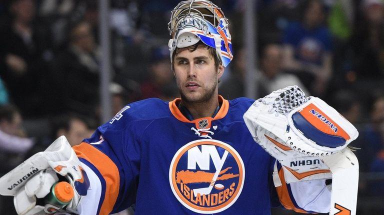 New York Islanders goalie Thomas Greiss looks