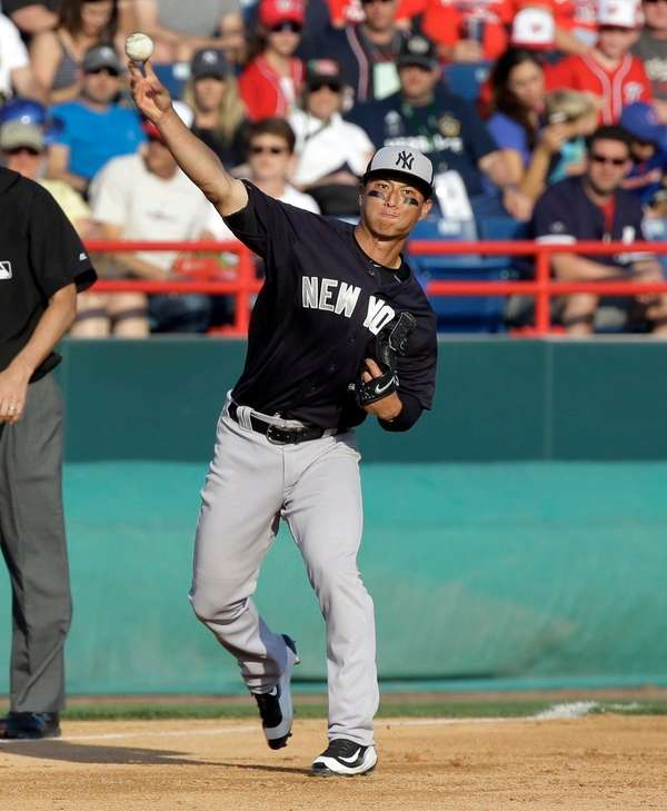 New York Yankees third baseman Rob Refsnyder throws