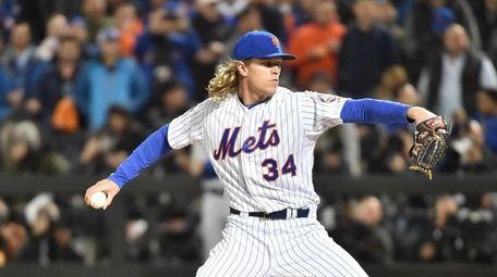Mets starter Noah Syndergaard throws in the