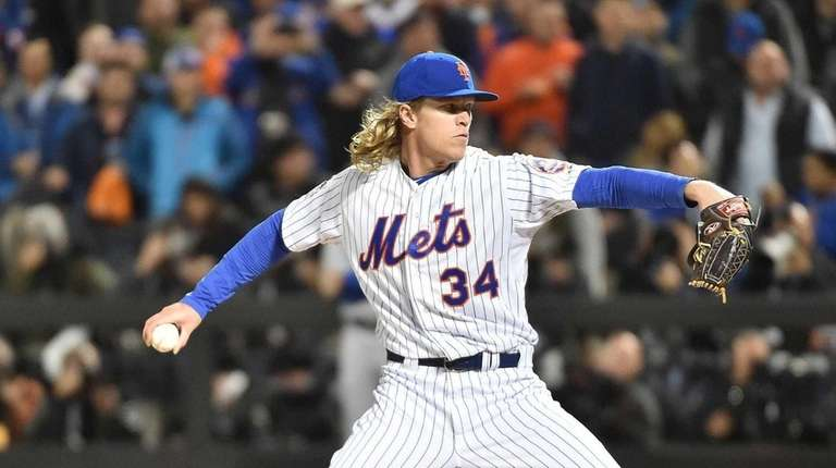 Mets starter Noah Syndergaard throws in the