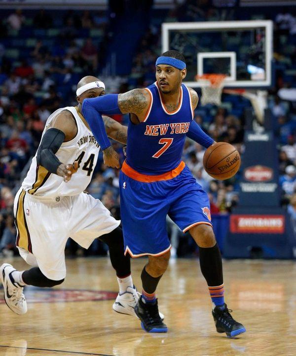 Knicks forward Carmelo Anthony drives to the