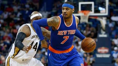 Knicks forward Carmelo Anthony drives to the