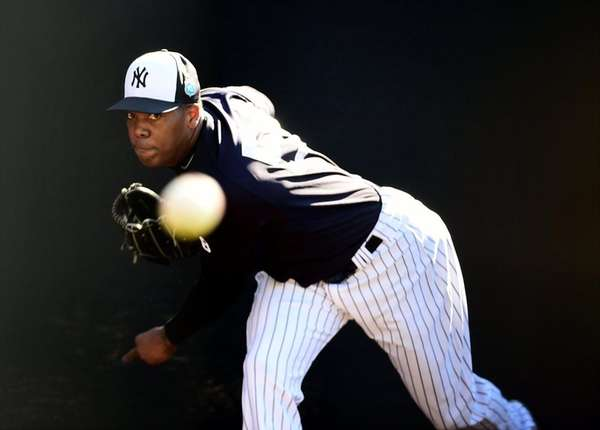 New York Yankees Aroldis Chapman throws a bullpen
