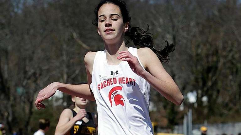 Sacred Heart's Ellen Byrnes finishes first in the