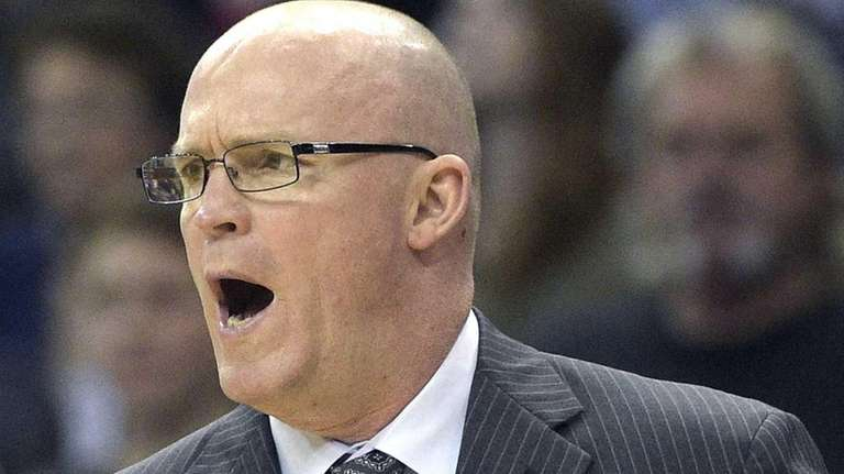 Orlando Magic head coach Scott Skiles calls out