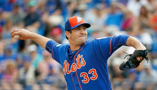 New York Mets' starting pitcher Matt Harvey throws