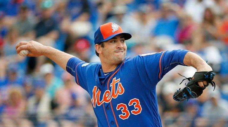 New York Mets' starting pitcher Matt Harvey throws