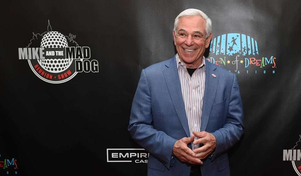 Bobby Valentine walks the read carpet before the