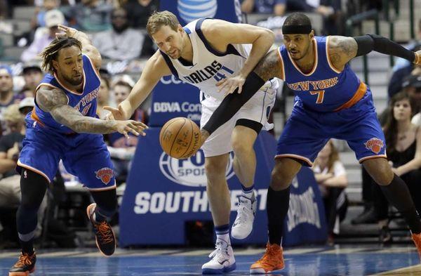 Dallas Mavericks forward Dirk Nowitzki (41) has the