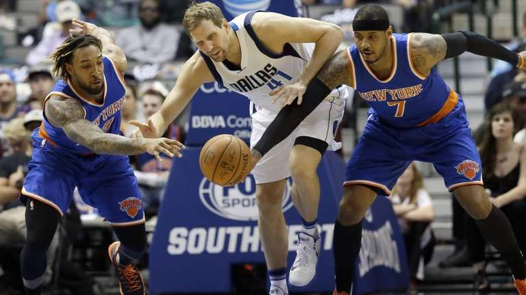Dallas Mavericks forward Dirk Nowitzki (41) has the