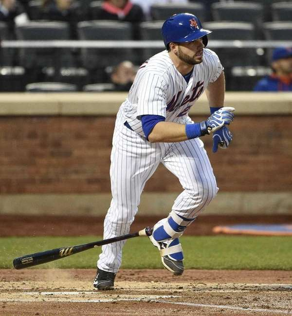 New York Mets catcher Kevin Plawecki runs on
