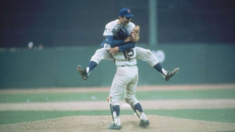 Mets pitcher Jerry Koosman hugs Jerry Grote after