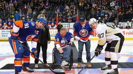 Ray Pfeifer, an FDNY 9/11 first responder, drops