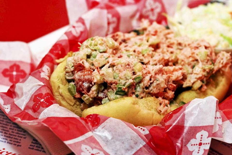 A lobster roll made with 100% pure cold